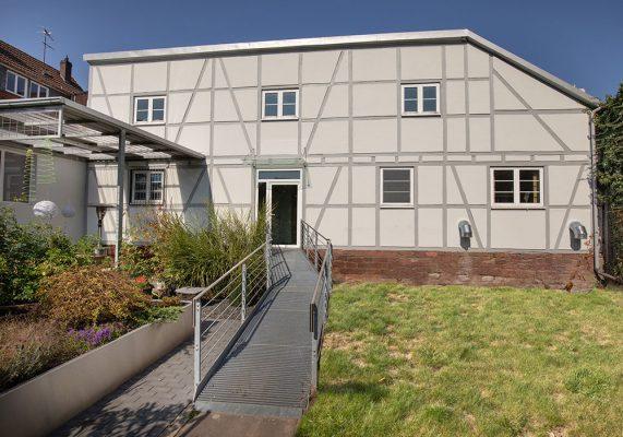 Haus mit Stahltreppe