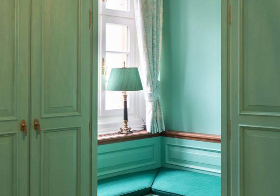 türkis-grünes Zimmer